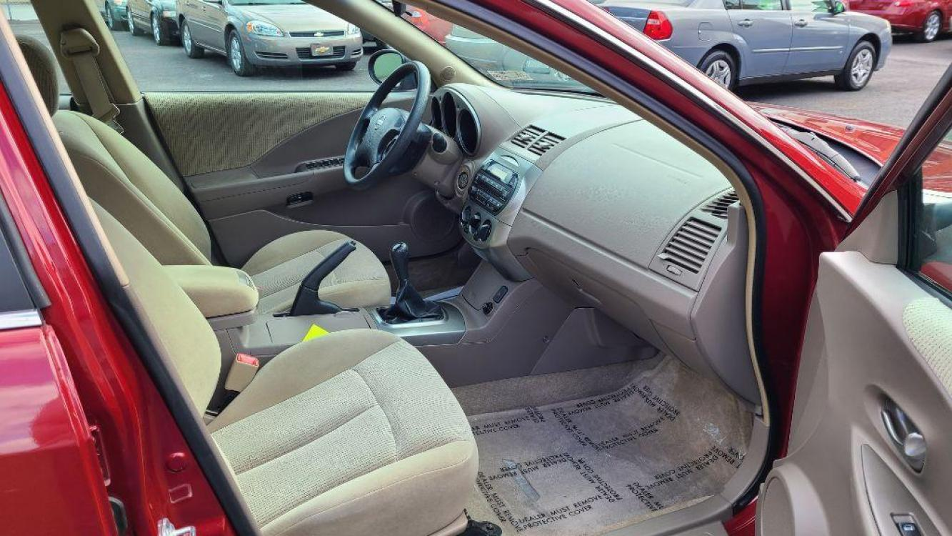 2004 RED NISSAN ALTIMA BASE (1N4AL11D04C) with an 2.5L engine, 4-Speed Manual transmission, located at 131 North Cameron Street, Harrisburg, 17101, (717) 257-0766, 40.266991, -76.875137 - Photo #8