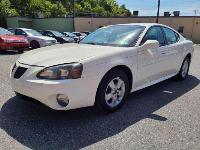 2005 WHITE PONTIAC GRAND PRIX (2G2WP522551) with an 3.8L engine, Automatic transmission, located at 131 North Cameron Street, Harrisburg, 17101, (717) 257-0766, 40.266991, -76.875137 - Photo #0